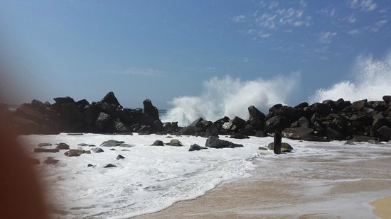 Hilton Los Cabos Beach & Golf Resort : pacific waves hit the rocks