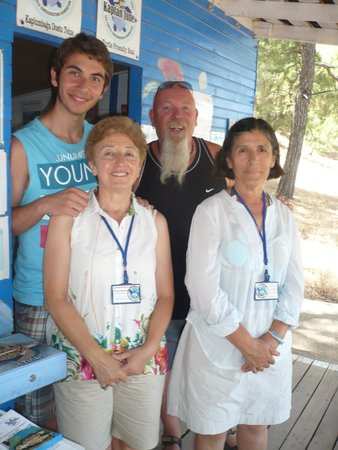 Riverside Hotel: Turtle volunteers