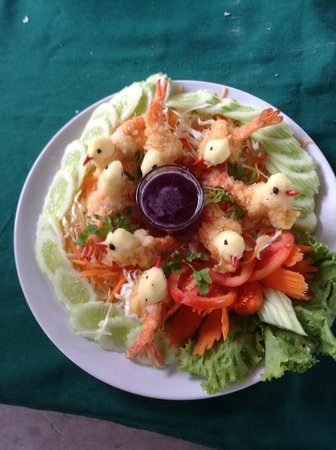 Baan Are Gong Riverside Homestay: A new edition to the menu, Prawns elligantly served as birds!