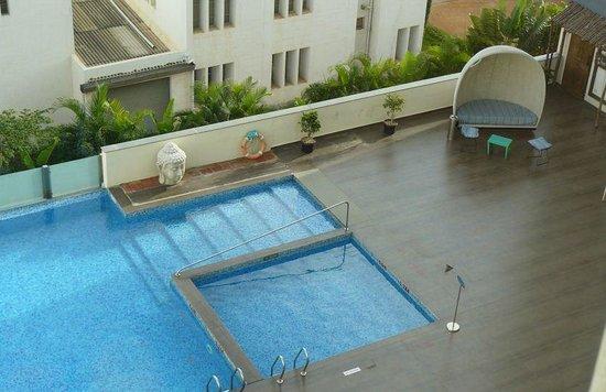 Aloft Bengaluru Whitefield : Aloft Swimming Pool