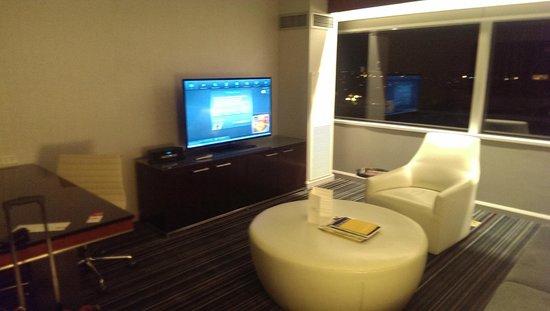 Grand Hyatt DFW: Large TVs and DIRECT TV