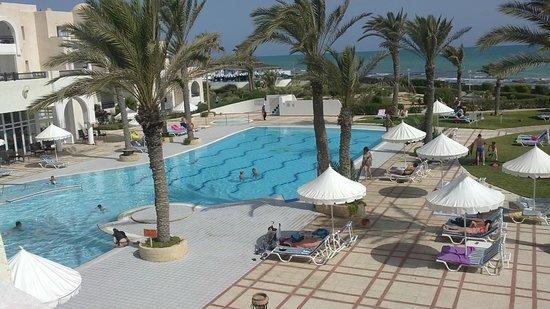 Al Jazira Beach & Spa: vue sur piscine