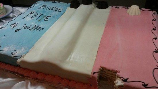 Al Jazira Beach & Spa: Gâteau du 14 juillet