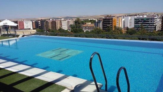 Hotel Córdoba Center: La piscine