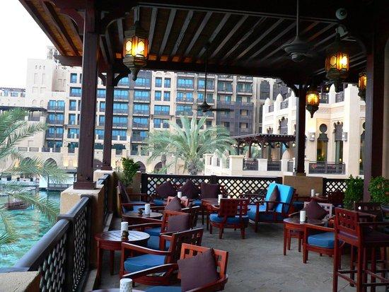 Bahri Bar : Der gemütliche Außenbereich der Bar