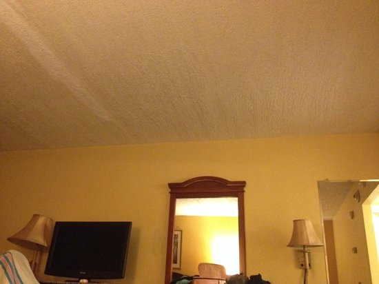 Knights Inn Mount Laurel: marks on ceiling
