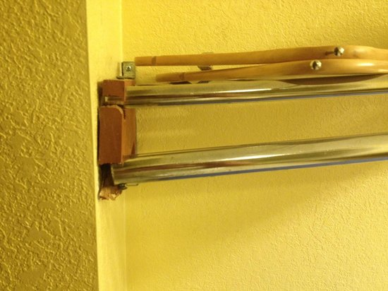 Knights Inn Mount Laurel: broken shelf
