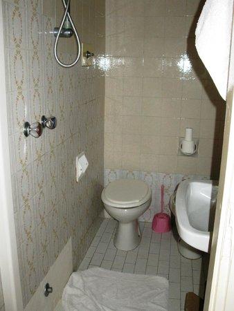 Hotel Bolero: ванная в другом номере
