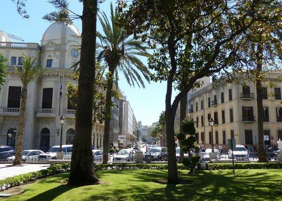 Plaza de África: Plaza de Africa looking into downtown area