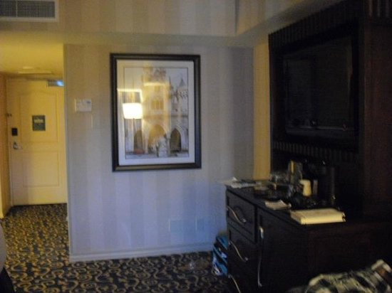 Disneyland Hotel : TV Area