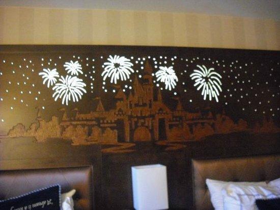 Disneyland Hotel : Headboard
