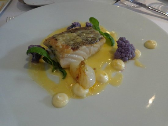 Maison Bleue Restaurant: Hake etc. What really set it off were the fresh veg which had great flavour