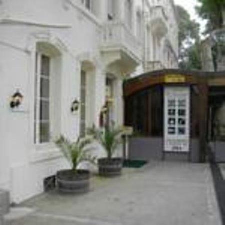 Hotel Central: Façade