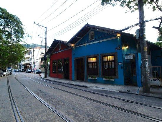 Quinta Azul Boutique Pousada : Außenansicht - daneben das Espirito Santa, gut für einen Absacker