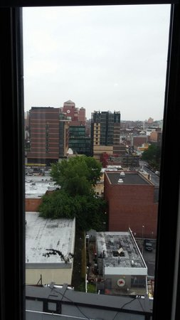The Parc Hotel : View of the Flushing Chinatown heart!  Two blocks from mindblowing Chinese food.