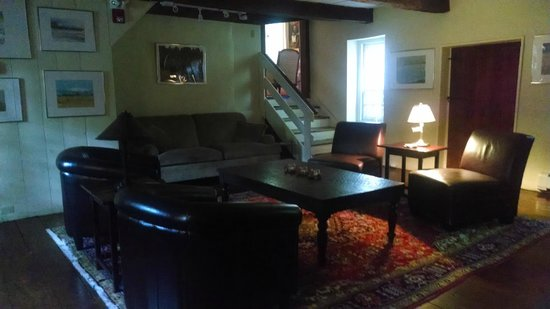 Inn at Glencairn: Sitting room in oldest part of inn