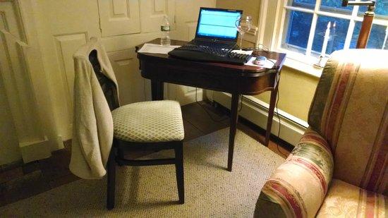 Inn at Glencairn : My room with newly added desk