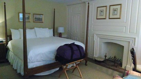 Inn at Glencairn: The Hunt Room