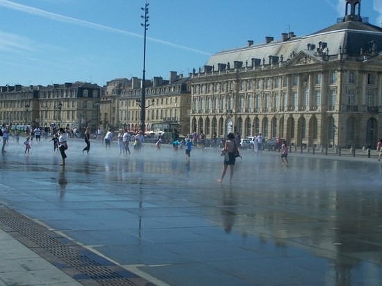 Miroir d 39 eau foto di the water mirror bordeaux for Miroir d eau bordeaux