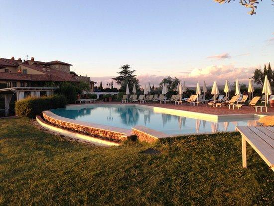 Hotel Borgo Di Cortefreda Relais: Borgo di Cortefreda pool area