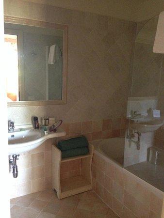 Hotel Borgo Di Cortefreda Relais: Borgo di Cortefreda bathroom