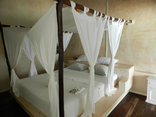 Villa Las Estrellas: bed made everyday thanks girls!