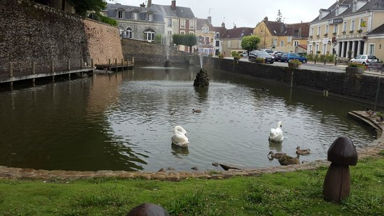 Les Belleme Golf Apartments : Pond in Belleme