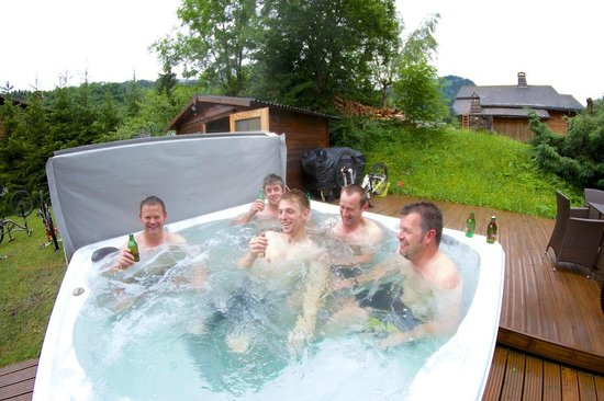 Chalet Tzigane: Hot tub was rather welcome!