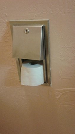 Quality Inn - Cottonwood : TP not in the roller