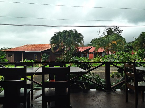 Hotel Arenal Green: View from breakfast each morning