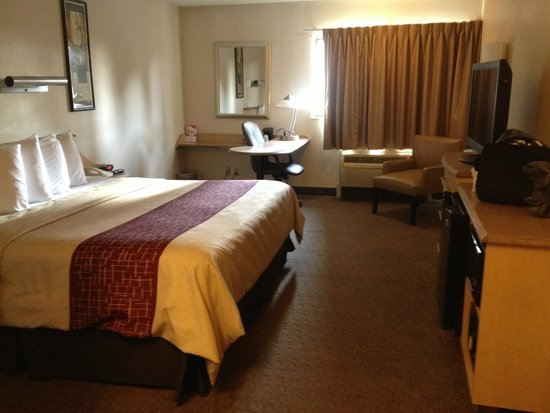 Red Roof Inn Cleveland Airport - Middleburg Heights : King Superior Suite