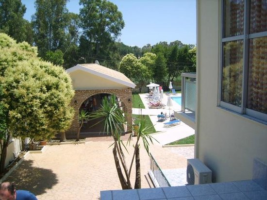 Dassia, Greece: Naar het zwembad