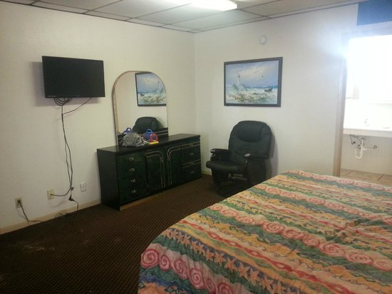 Sea Shell Inn Motel : HUGE ROOM