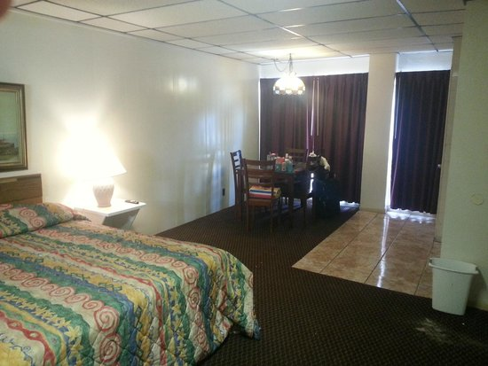Sea Shell Inn Motel : HUGE ROOM!!