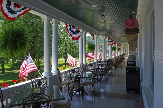 French Lick Springs Hotel: front porch