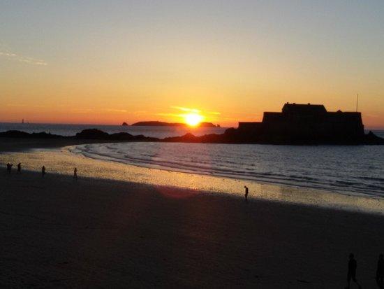 Hotel Oceania Saint Malo : tramonto sull' oceano