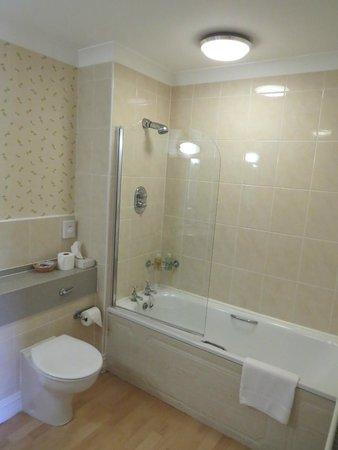Ballathie House Hotel: Bath with Shower