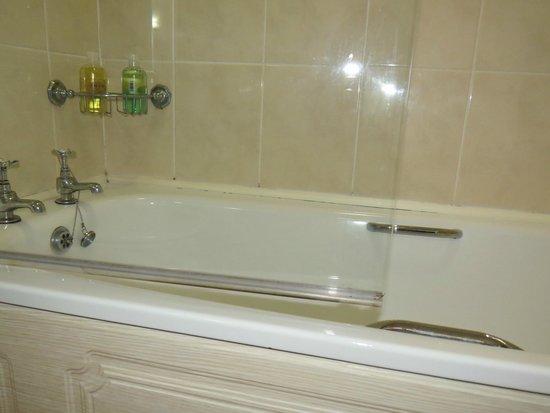 Ballathie House Hotel: Bath/Shower area