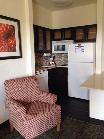 Staybridge Suites Chicago Oakbrook Terrace: Kitchen area room 412