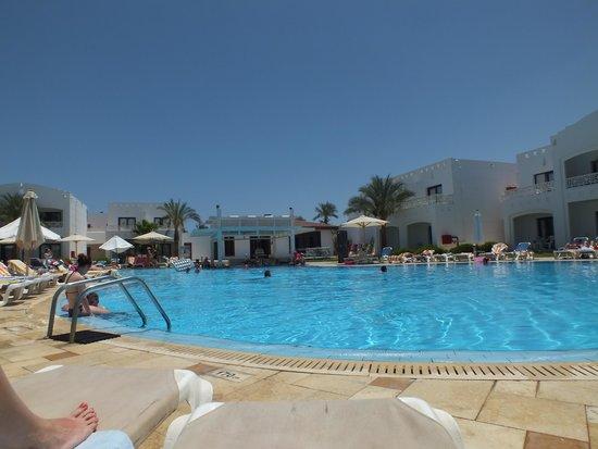 Tropicana Rosetta & Jasmine Club: The 'Quiet' Pool