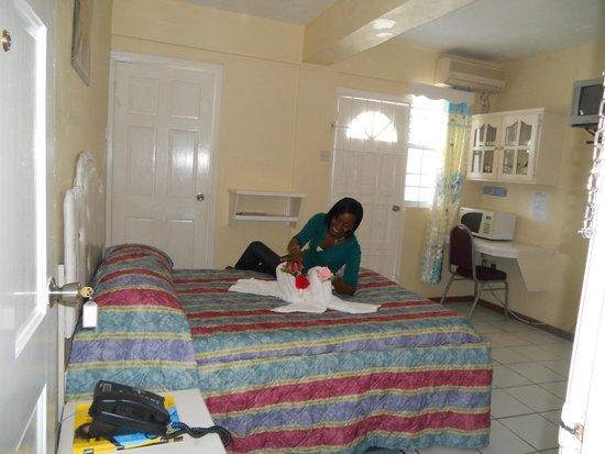 Stephanie's Hotel: Single/Double room with microwave and fridge