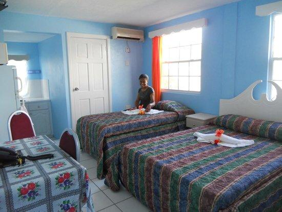 Stephanie's Hotel: Quadruplet Room with kitchenette