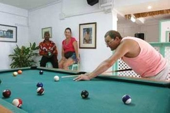 Stephanie's Hotel: Playing pools in the restaurant