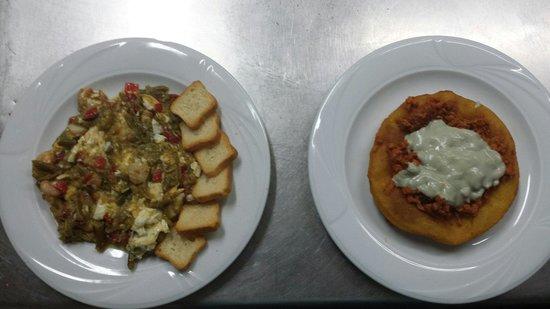 Restaurante El Palco: Revuelto de la casa . Y torto con adobo y crema de cabrales