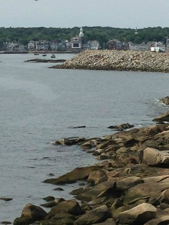 Yankee Clipper Inn: can see Rockport from our private deck