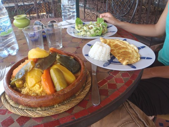Nid'cigogne: Couscous + salade + omelette