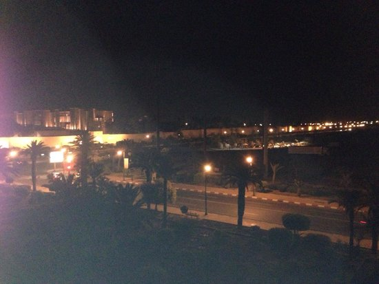 "Sofitel Marrakech Palais Imperial : Vue ""by night"" du balcon"