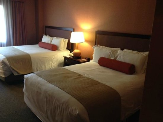 Eureka Casino Resort: Double Queen beds with yummy linens