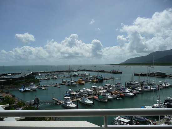 Shangri-La Hotel, The Marina, Cairns : Executive marina view suite