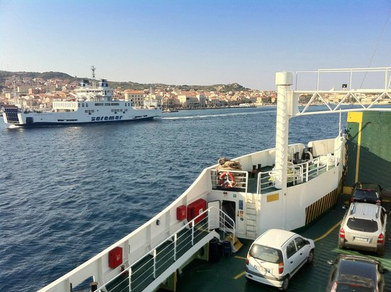 Nautilus Diving Center : Ferry to La Maddelena